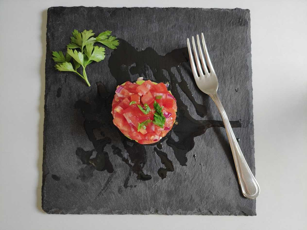 tartar de aguacate con tomate Thermomix