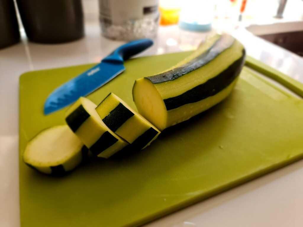 Paso1 - lavar, cortar y pelar el calabacín